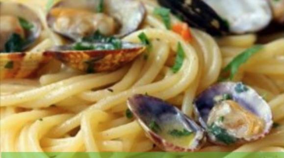 Espaguetis con almejas (para 4 personas)